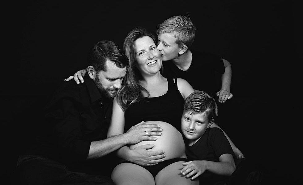 Zwangerschapsfotoshoot in de studio te Haarlem